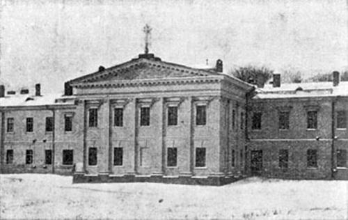 Портик Госпиталя в начале 20-го века (виден не сохранившийся ажурный крест госпитальной церкви)